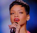 POP Live: Rihanna – Diamonds (French TV)