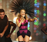 Stream: Kylie Minogue Closes Out Commonwealth Games Thing, Watch The Full Set!