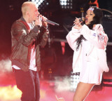 "POP Live: Rihanna Performs ""Stan"" With Eminem at Lollapalooza!"